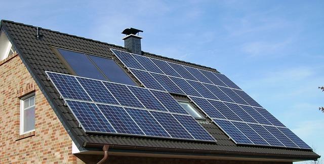 casa com painel solar